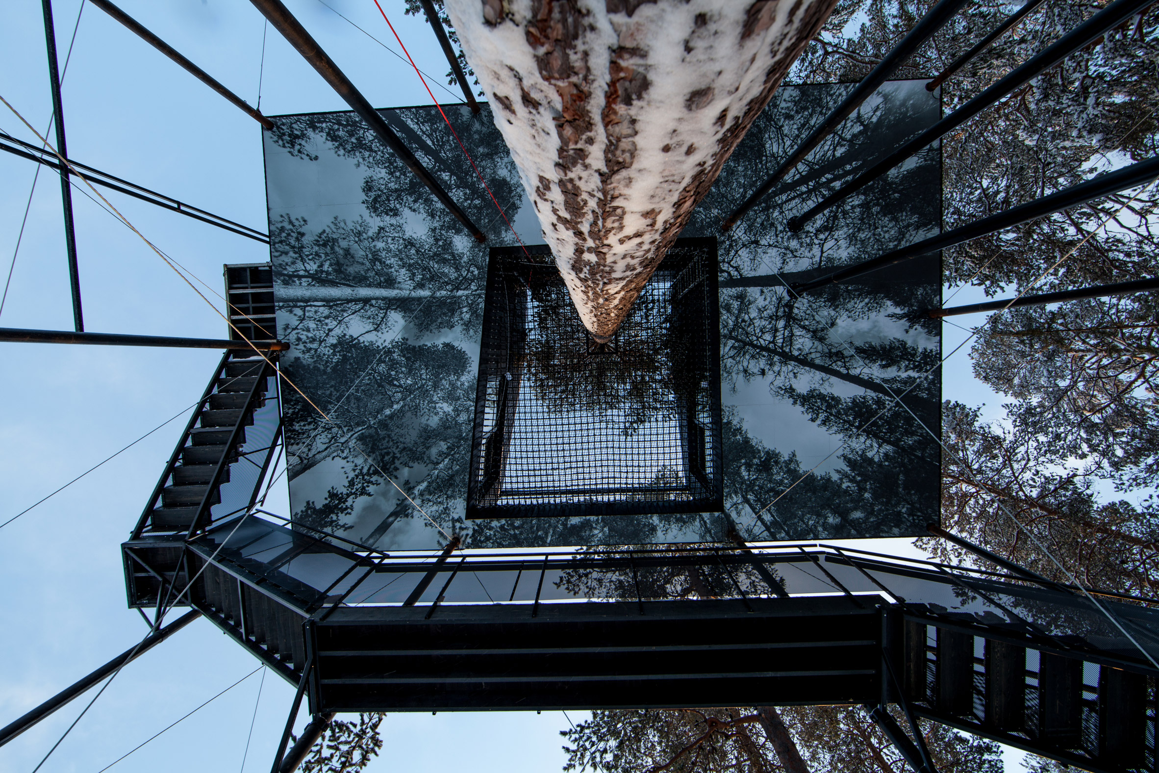 the-7th-room-tree-hotel-snohetta-sweden-architecture_dezeen_2364_col_11.jpg