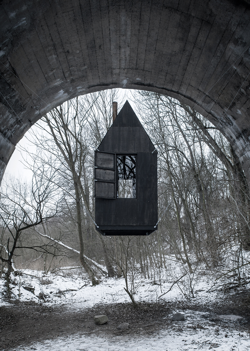 h3t-architekti-flying-black-house-designboom-02.jpg