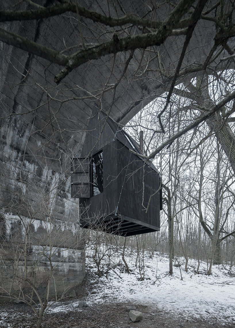 h3t-architekti-flying-black-house-designboom-03.jpg