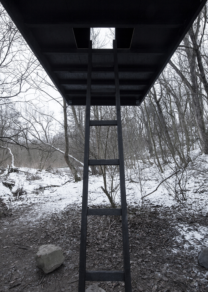 h3t-architekti-flying-black-house-designboom-08.jpg