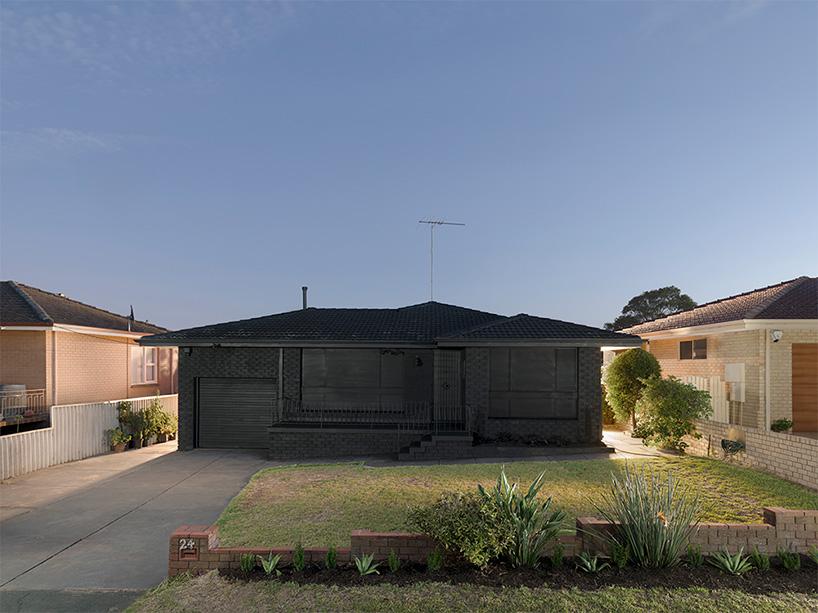ian-strange-back-to-black-australian-suburbs-designboom-02.jpg