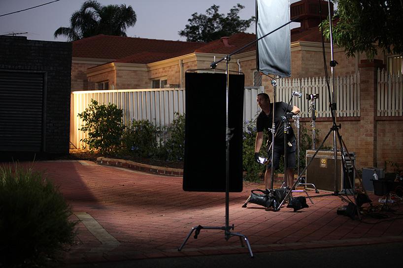 ian-strange-back-to-black-australian-suburbs-designboom-09.jpg
