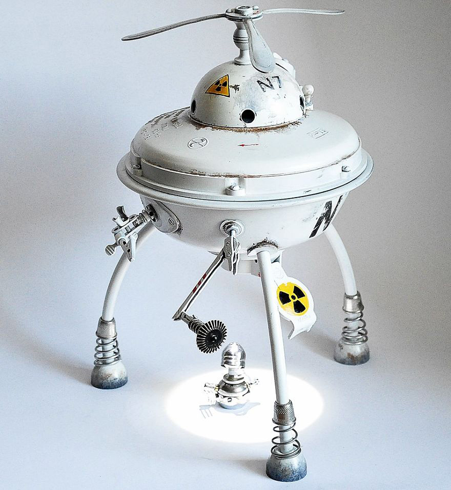 steampunk_sculpture_ufo.jpg