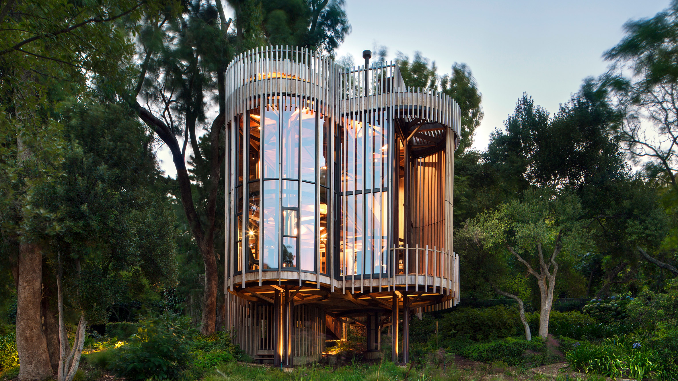 paarman-tree-house-by-mv-architecture-residential_dezeen_hero-1.jpg
