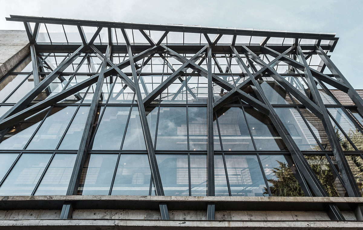 metal_and_glass_modern_structure.jpg