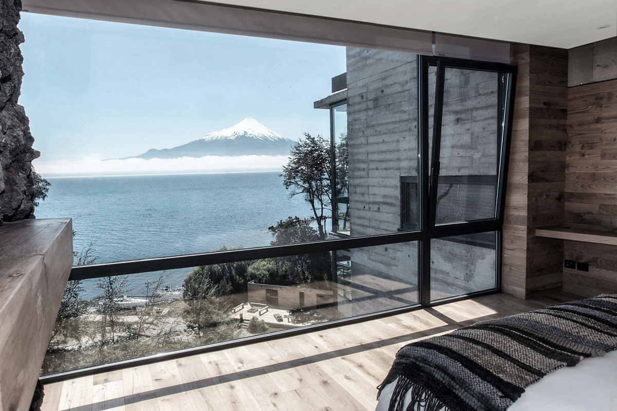 modern_hotel_from_glass_and_concrete_with_a_view_on_osorno_volcano_in_chile.jpg