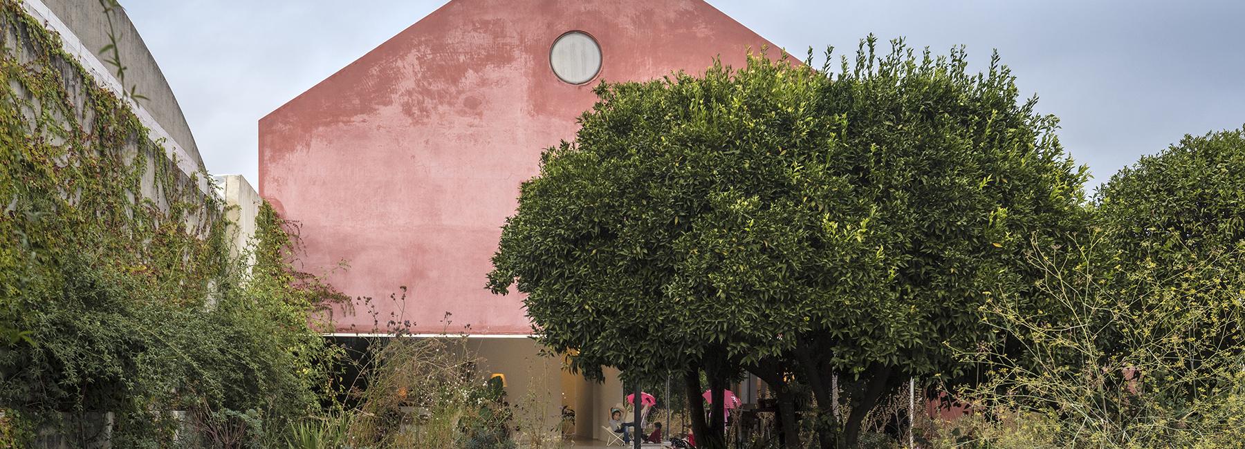 extrastudio-red-house-azeitao-portgual-fernando-guerra-designboom-1800.jpg