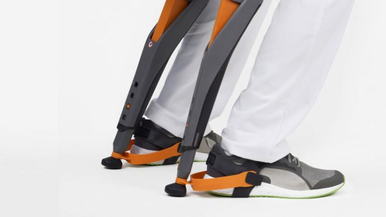 studio-sapetti-chairless-chair-designboom-05-768x432.jpg