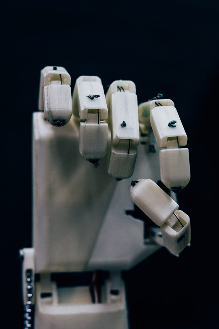 sign-language-robot-aslan-project-designboom-002-768x1152.jpg