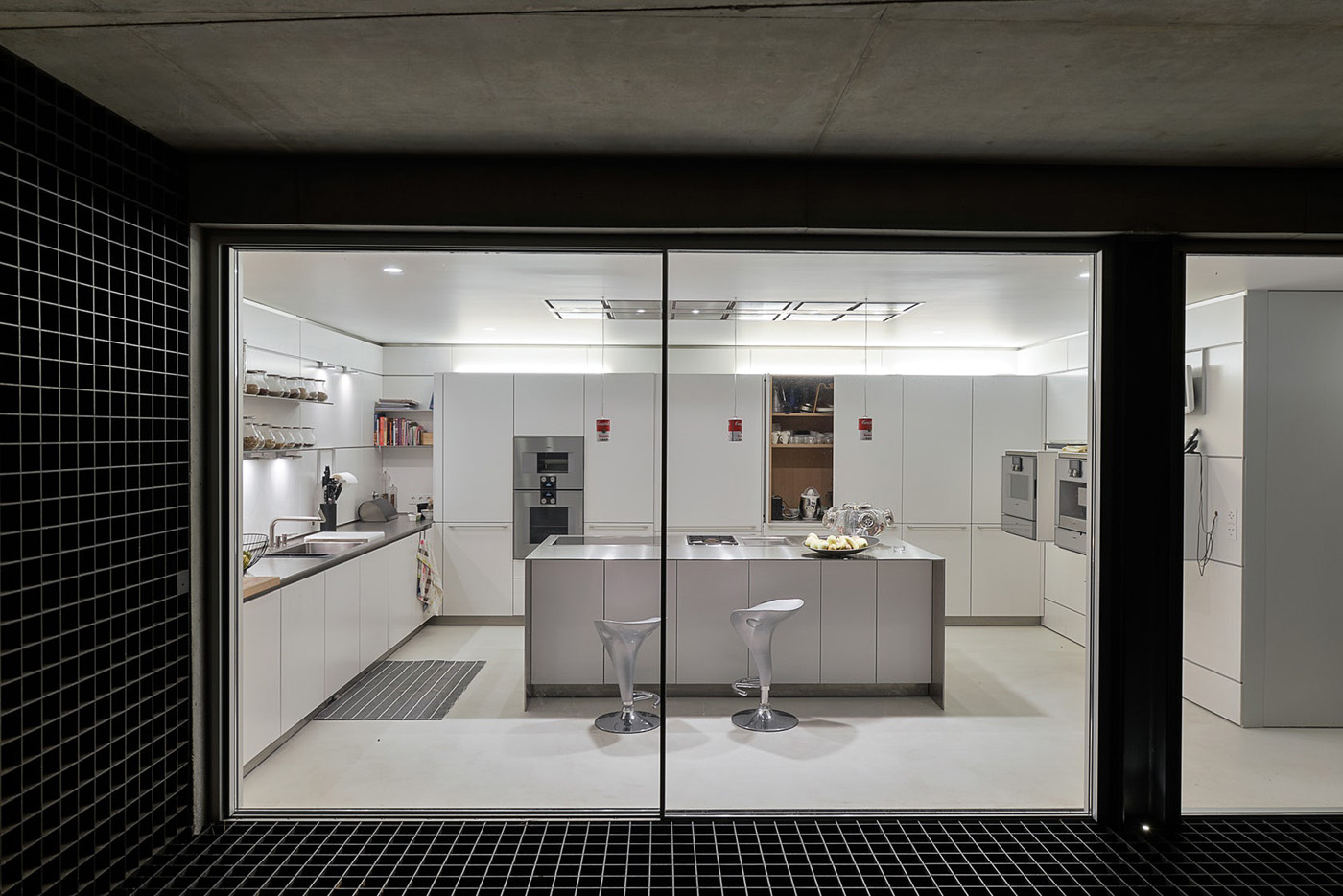 glass_house_kitchen.jpg