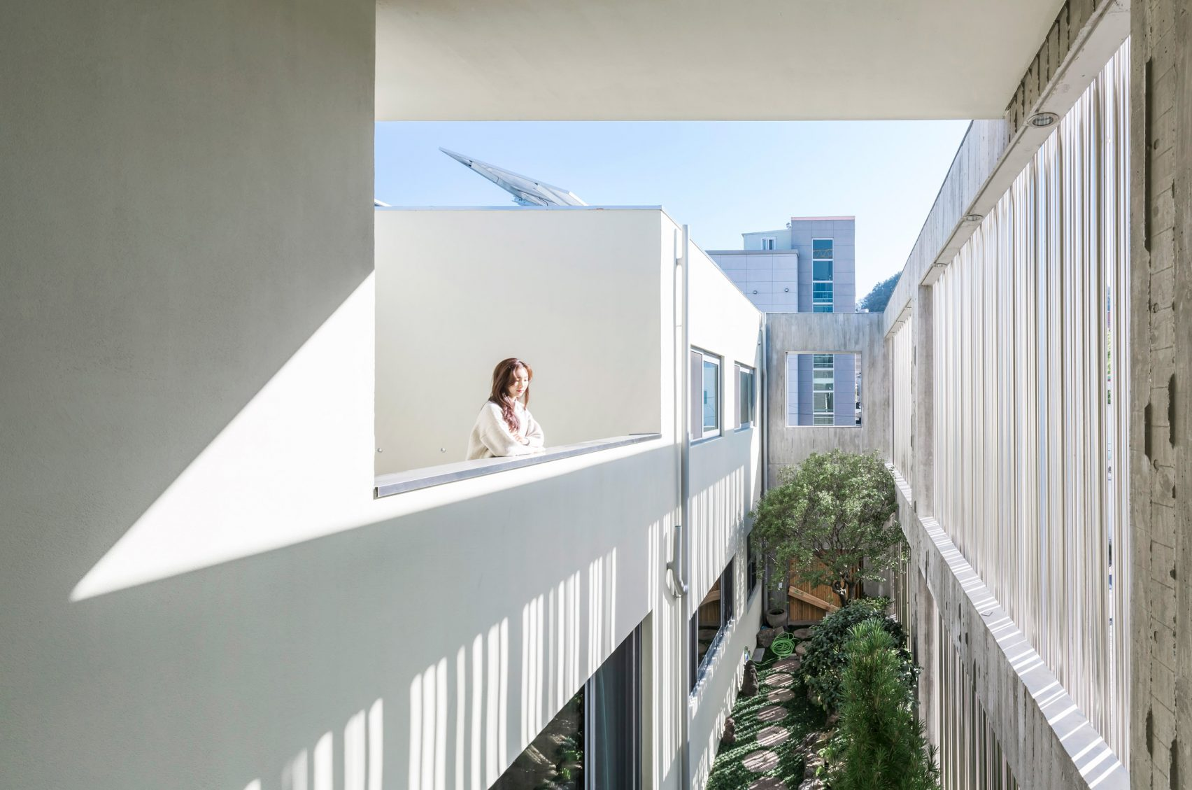 steel-grove-augmented-reality-architecture-residential-south-korea-courtyards-steel_dezeen_2364_col_17-1704x1129.jpg