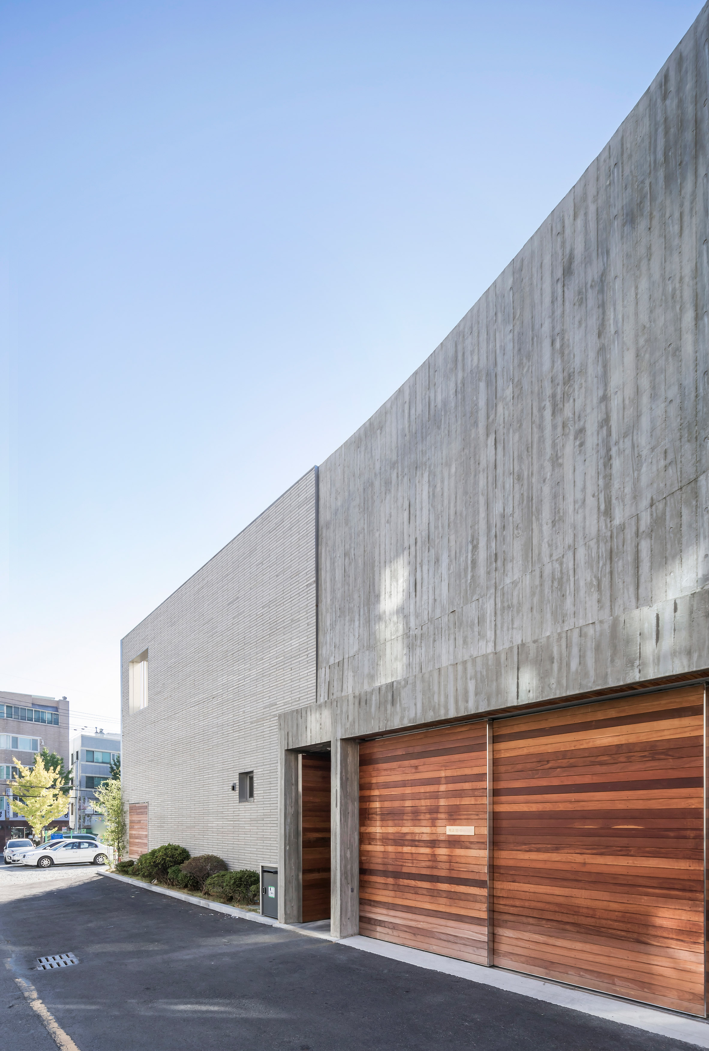 steel-grove-augmented-reality-architecture-residential-south-korea-courtyards-steel_dezeen_2364_col_23.jpg