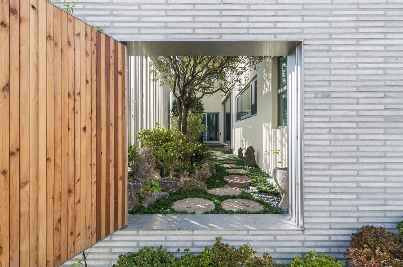 steel-grove-augmented-reality-architecture-residential-south-korea-courtyards-steel_dezeen_2364_col_24-1704x1131.jpg