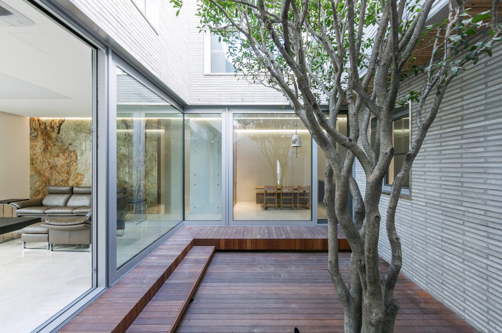 steel-grove-augmented-reality-architecture-residential-south-korea-courtyards-steel_dezeen_2364_col_28-1704x1132.jpg