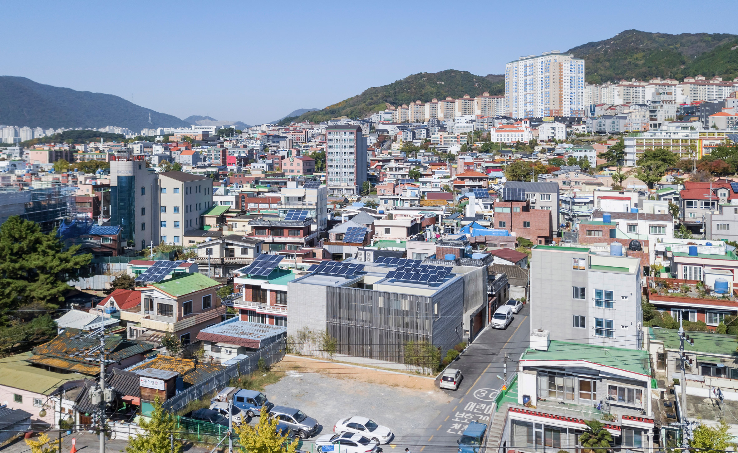 steel-grove-augmented-reality-architecture-residential-south-korea-courtyards-steel_dezeen_2364_col_29.jpg