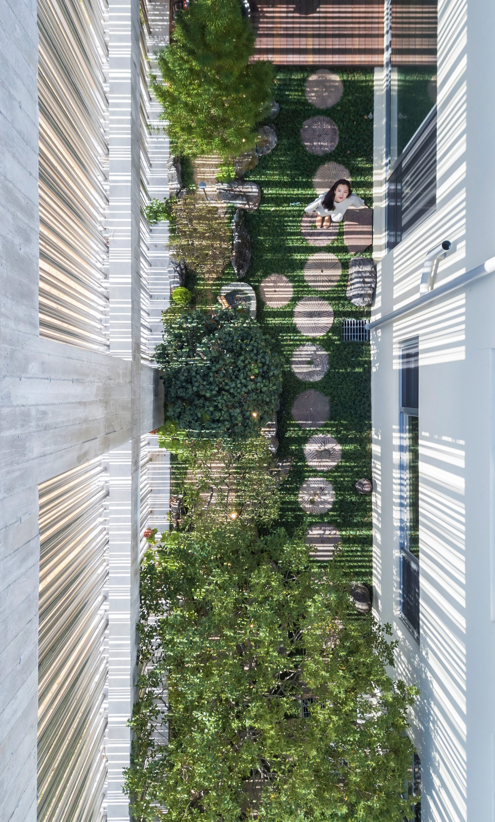 steel-grove-augmented-reality-architecture-residential-south-korea-courtyards-steel_dezeen_2364_col_30-1704x2831.jpg