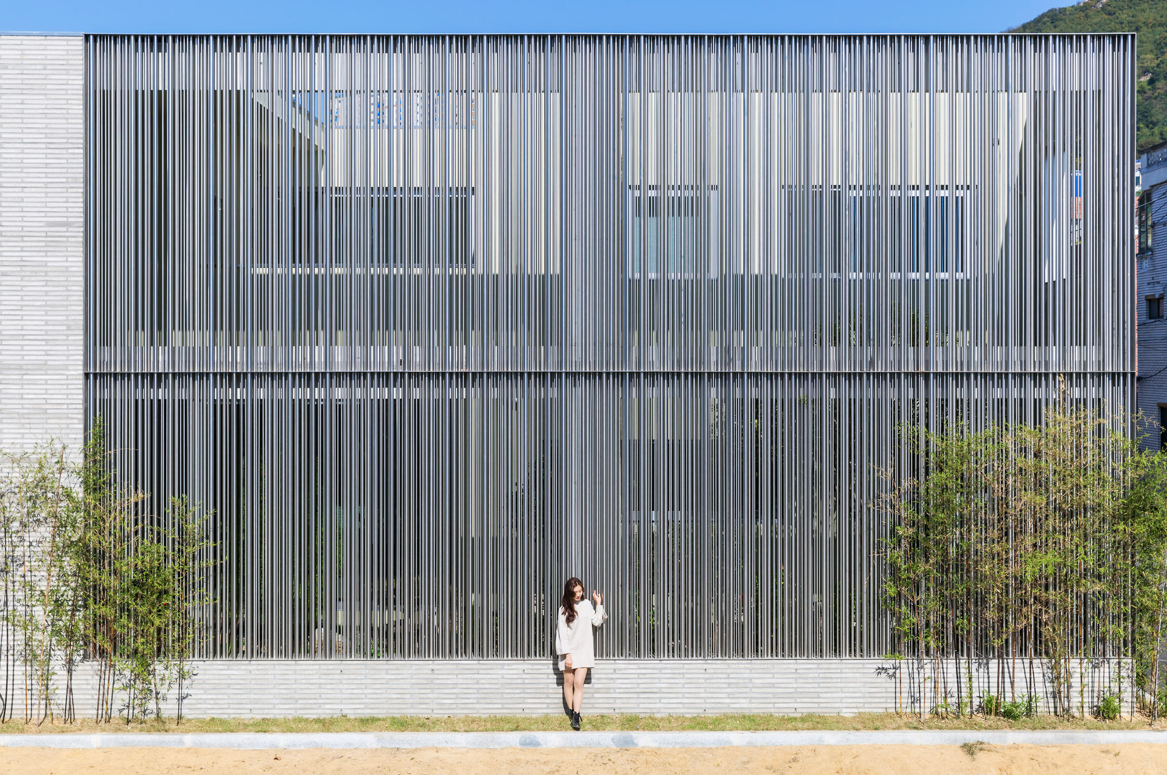 steel-grove-augmented-reality-architecture-residential-south-korea-courtyards-steel_dezeen_2364_col_7.jpg