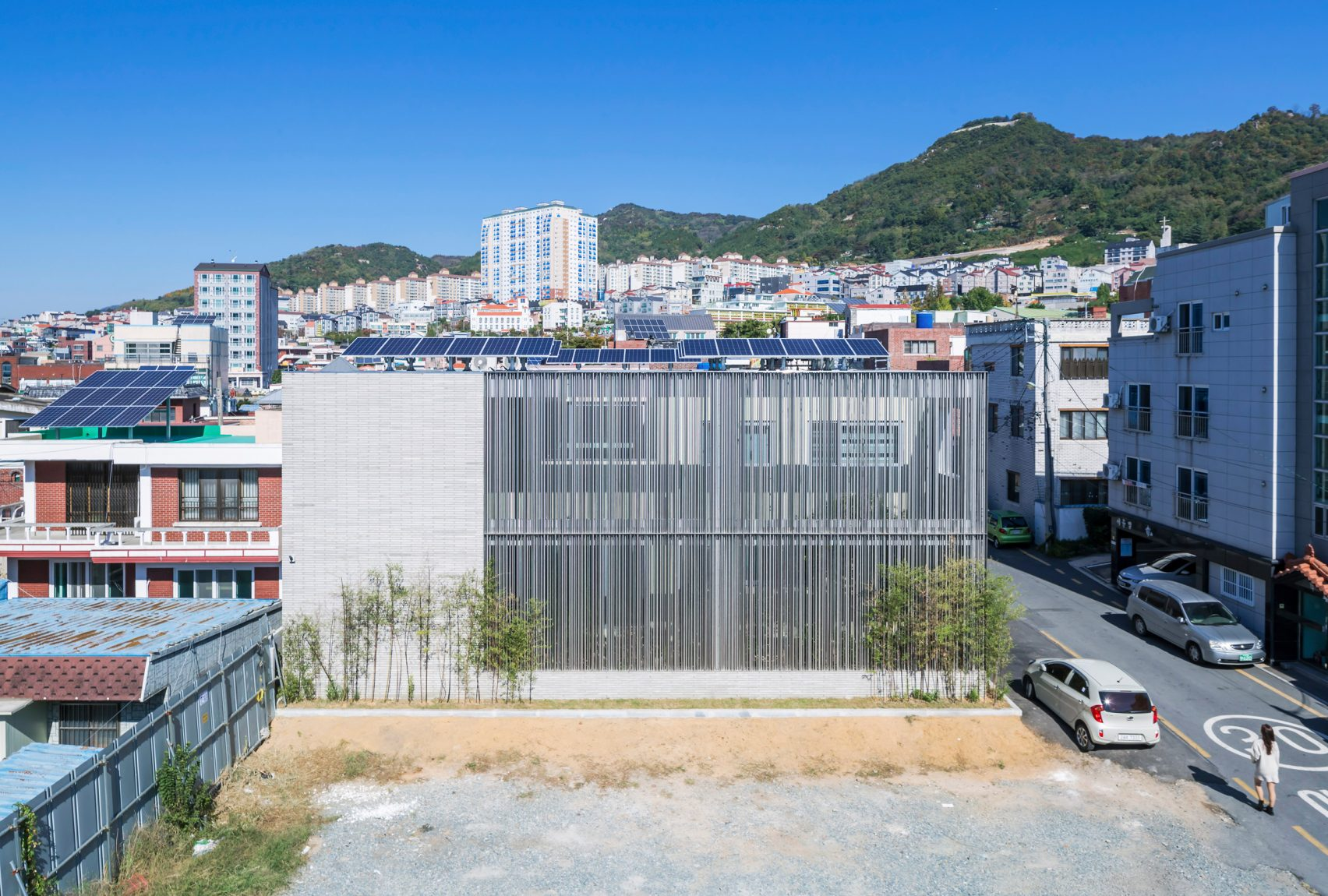 steel-grove-augmented-reality-architecture-residential-south-korea-courtyards-steel_dezeen_2364_col_8-1704x1150.jpg