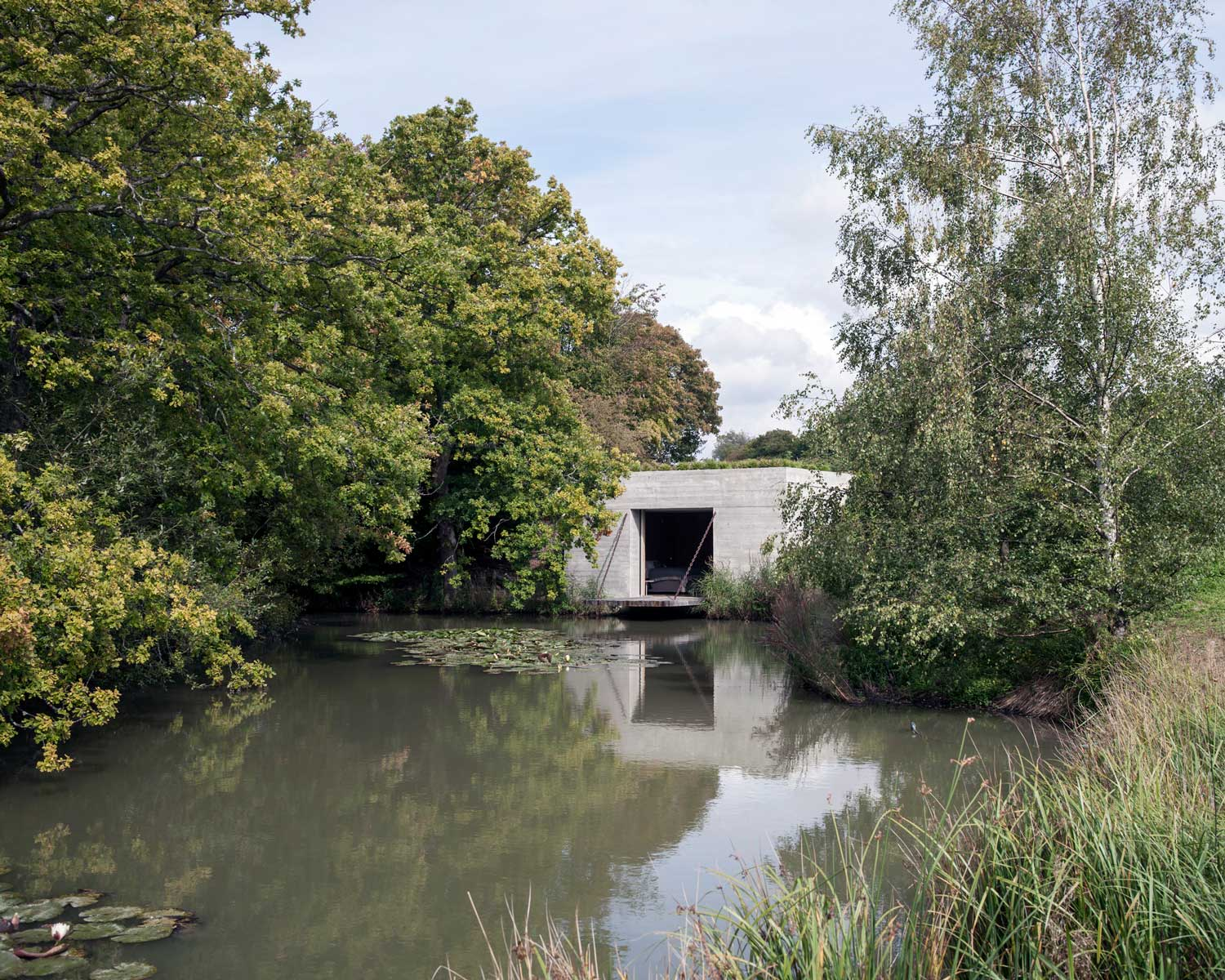 carmody_groarke_two_pavilions_lake_pavilion_from-lakeside.jpg