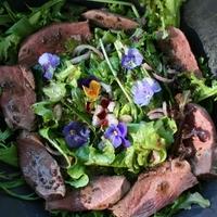 Kacsamell saláta mustos mustár öntettel