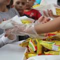 Jeges ajándék érkezett két hátrányos helyzetű iskolába