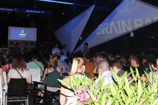 Holografikus előadás a Brain Bar színpadán