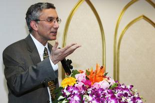 India nagykövete személyesen is népszerűsíti a jógát a Spirit Hotelben