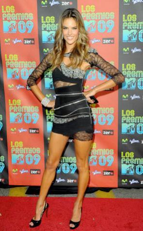 Alessandra Ambrosio rövid ruhában