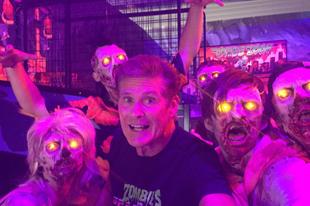 David Hasselhoff zombikat gyilkol