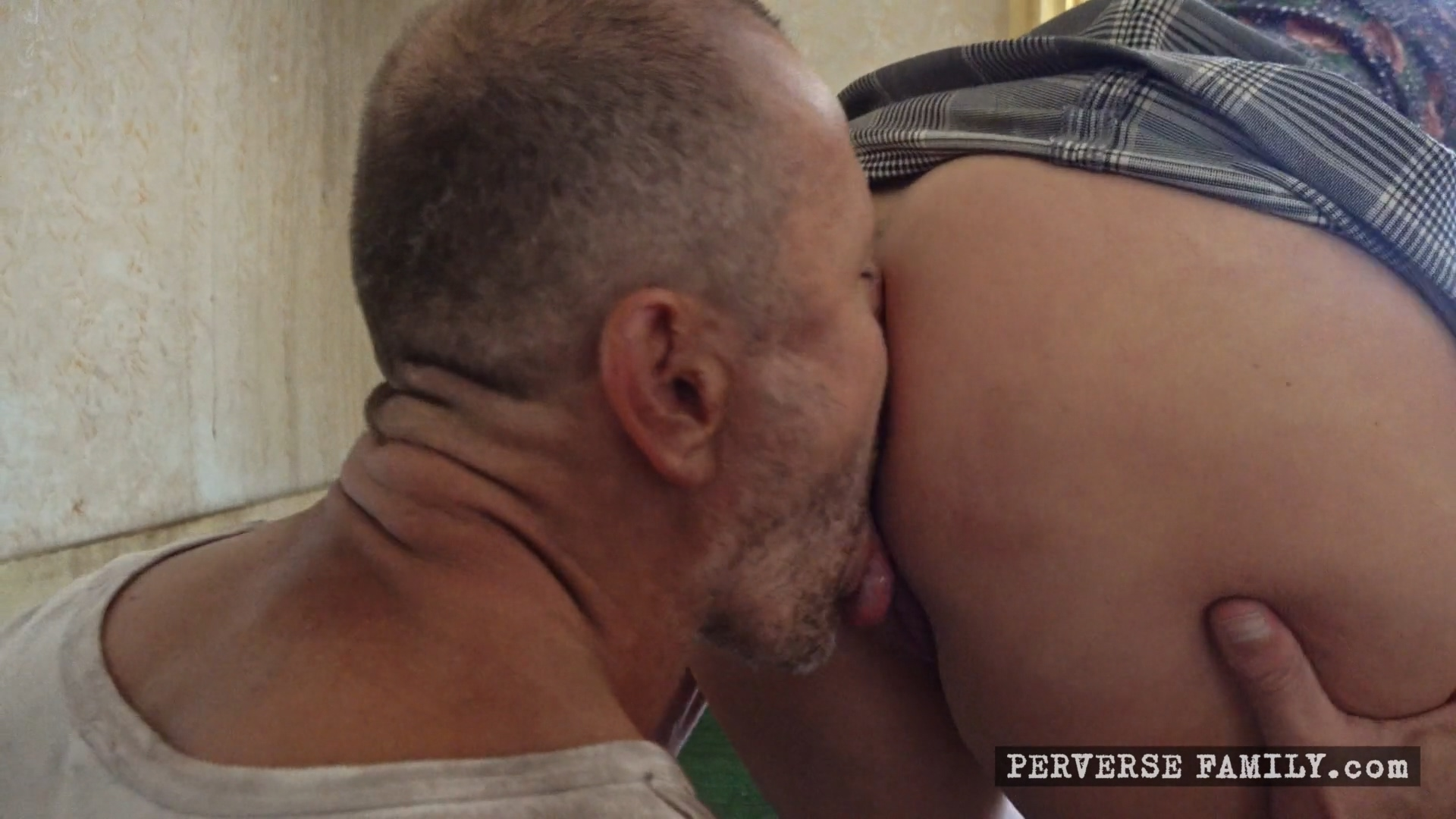 perverse-family-surprise-for-the-family-1920x1080_mp4_20191119_093223_053.jpg