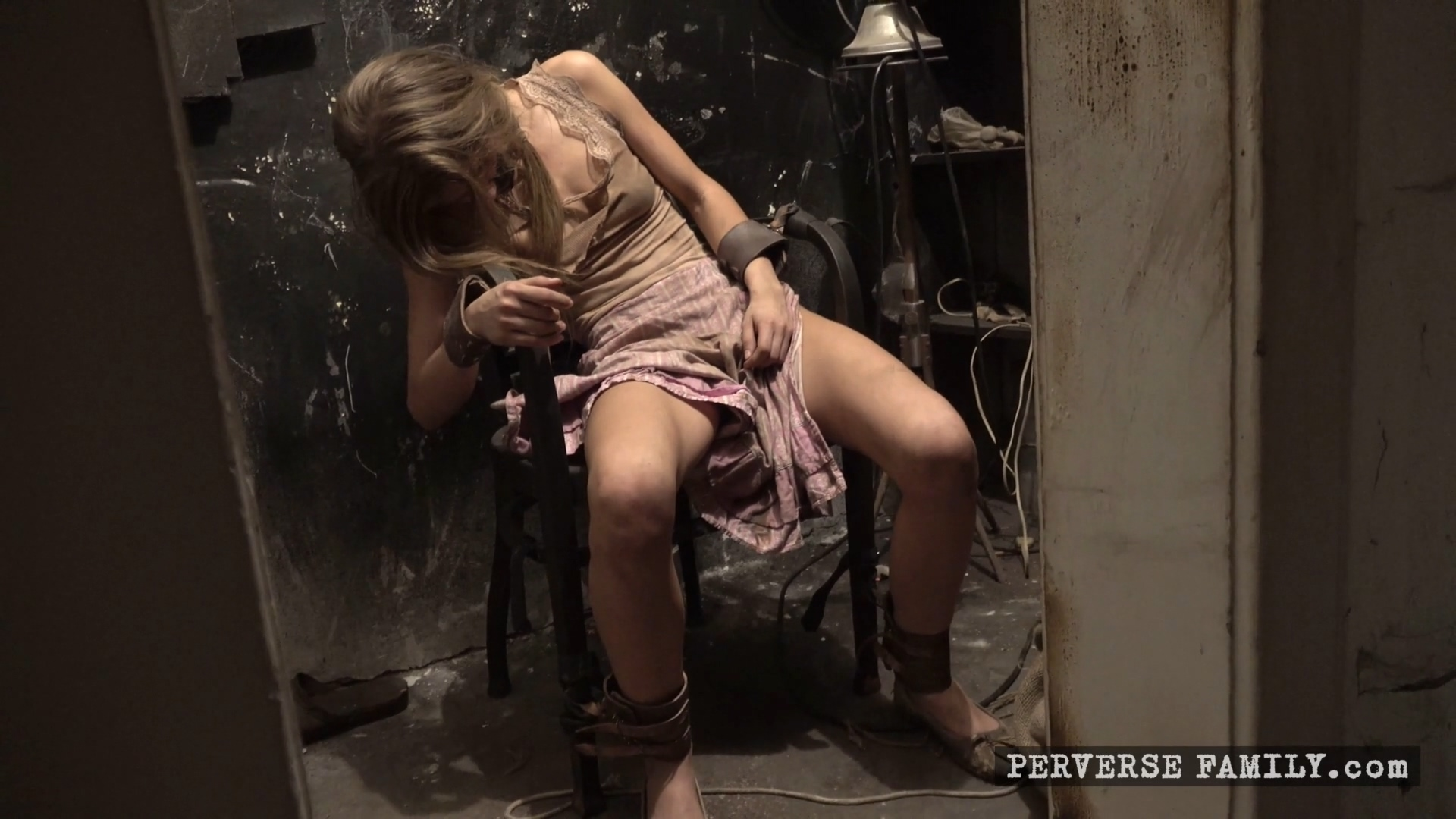 perverse-family-surprise-for-the-family-1920x1080_mp4_20191119_095614_156.jpg