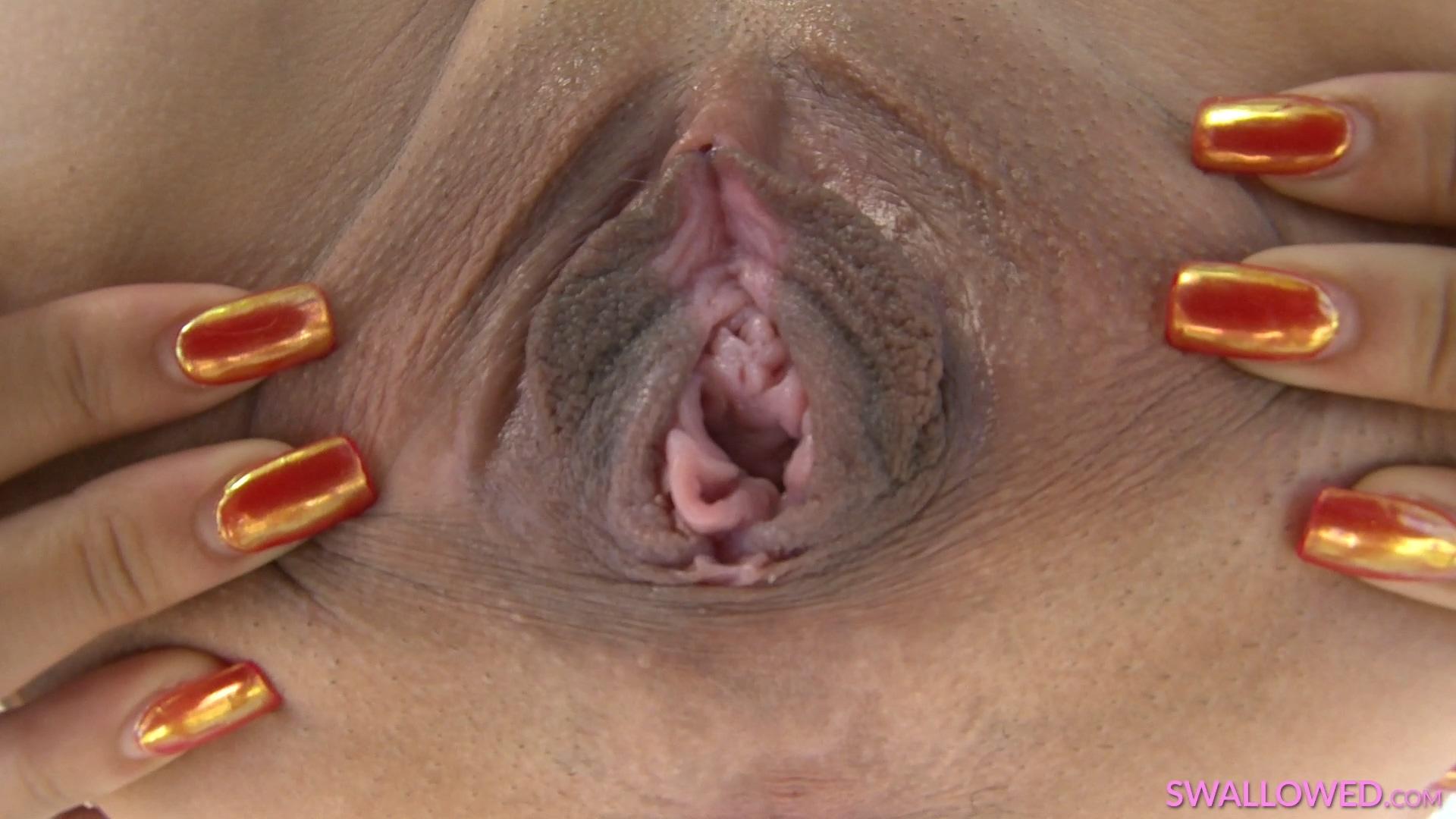 swallowed_19_10_26_allie_addison_and_iris_ivy_mp4_20191107_145614_814.jpg