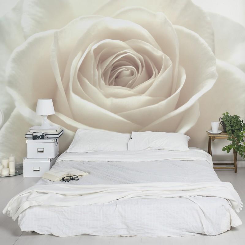 Diszkrét és elegáns - napjaink hálószobáinak egyik kedvence a fehér rózsa poszter tapéta