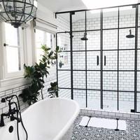 10 gyönyörű fekete-fehér fürdőszoba
