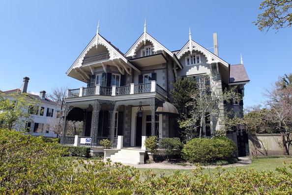 sandra-bullocks-gothic-victorian-mansion.jpg