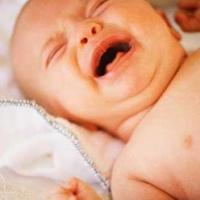 Leragasztották a csecsemő száját