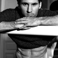 Alsónemű modell lett Lionel Messi