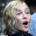 Madonna ijesztő maszkban lépett az utcára