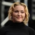 Felpuffadt Madonna arca - videó