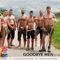 Félmeztelen férfiak az Alpokban Michael Bublèra tátognak - Videó