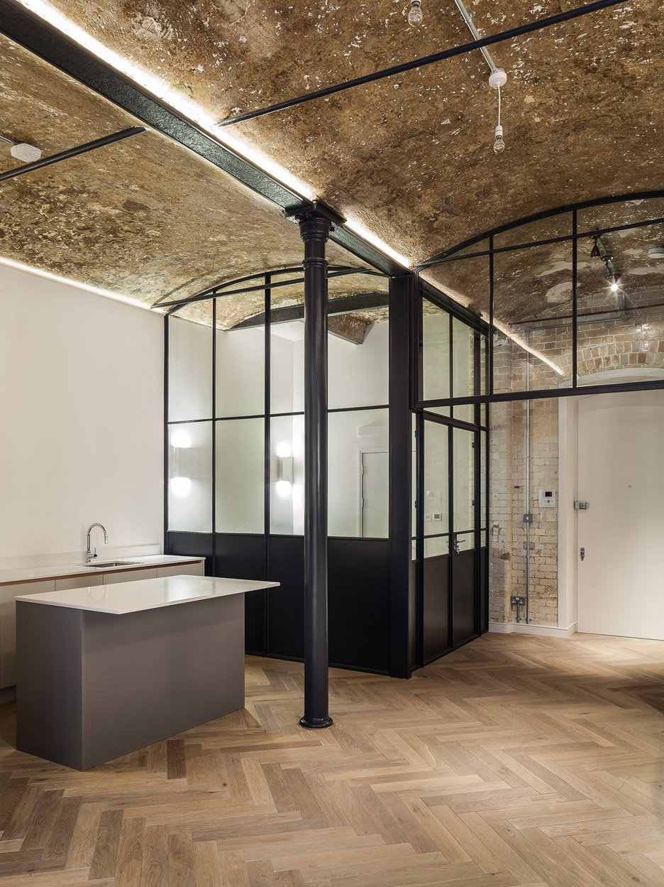 bakery-place_jo-cowen_apartments-renovation-clapham-london-interiors_dezeen_936_9.jpg