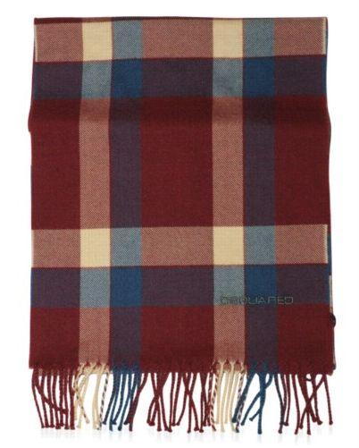 ...что модникам пора подобрать стильную защиту от холода: шапки и шарфы.