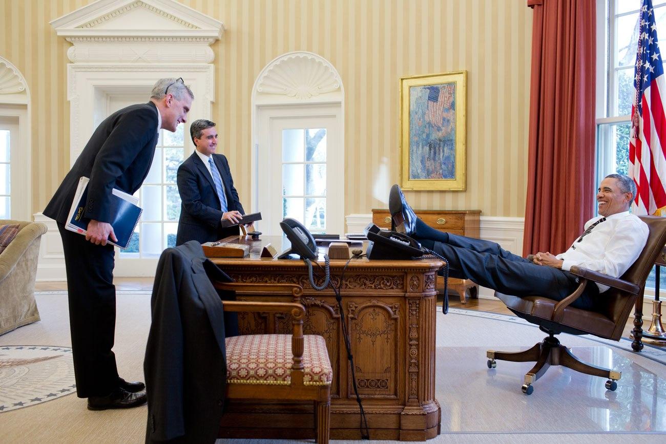 barack-obama-laid-back_sl_3_obama-lean-back-ss01.jpg