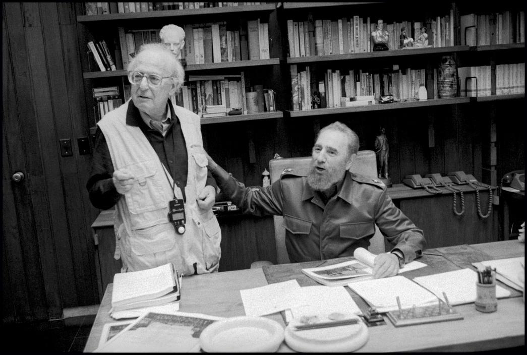 A képen az amerikai fotós és a kubai diktátor látható.