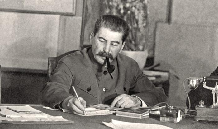 Korabeli beszámolók szerint a szovjet diktátor hajnali 3-4-ig dolgozott minden nap.