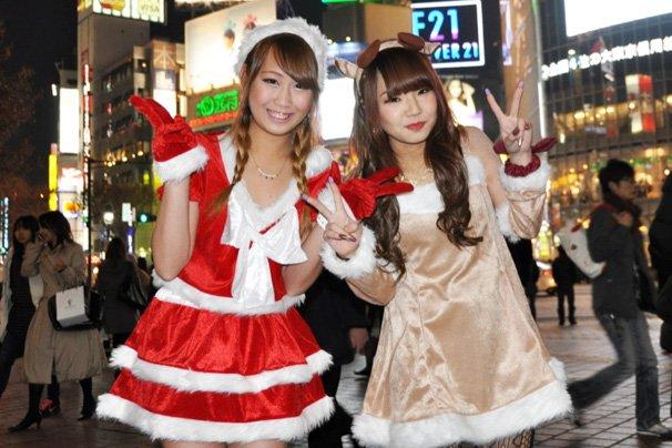 christmas-eve-japan-tokyo-shibuya-cosplay-6.jpg