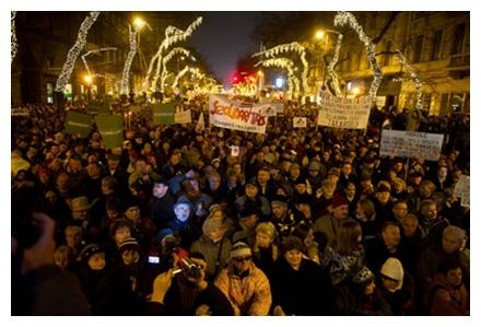 Orbán-ellenes tüntetés január 2-án este az Andrássy úton