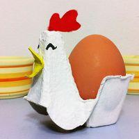 Húsvéti dekorációk tojástartóból