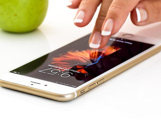 Új telefon, régi névjegyek, telefonszámok, sms-ek... Mit tegyél, hogy gyorsan átkerüljenek?