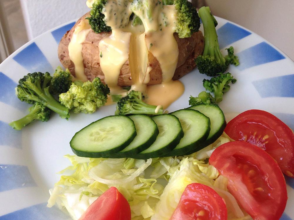 sajtszosz_brokkoli_hejaban_sult_krumpli_recept.jpg